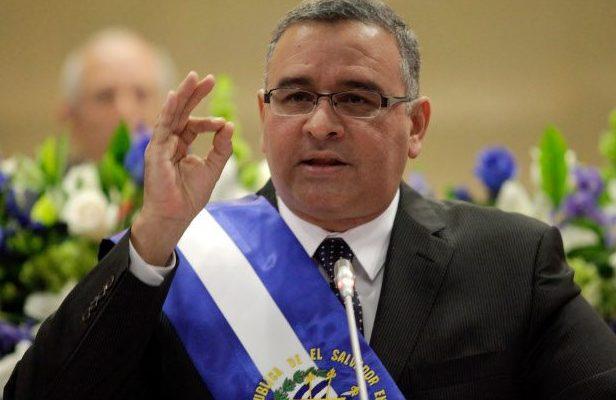 Gerson Martínez renuncia al Ministerio de Obras Públicas