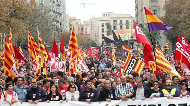 Cataluña: Convocan paros contra actuación policial en voto