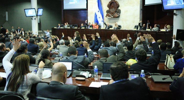 Ordenan captura de cinco diputados acusados de malversación de fondos — Honduras