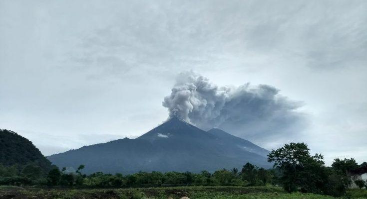 Violenta erupción de volcán en Guatemala: 25 muertos y muchos desaparecidos