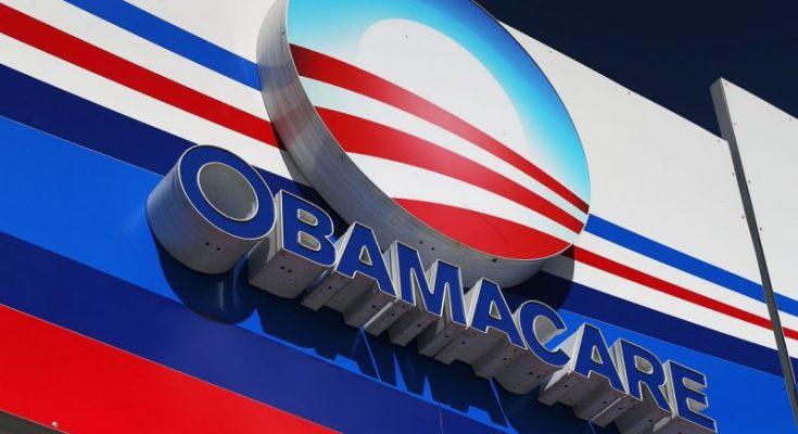 Un juez declaró inconstitucional el Obamacare y Trump celebró en Twitter