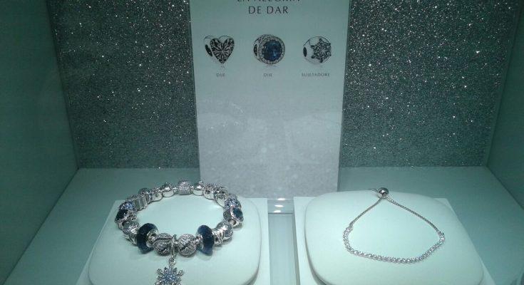 7dfb15edfd20 Tienda Pandora cumple primer aniversario en centro comercial de El ...